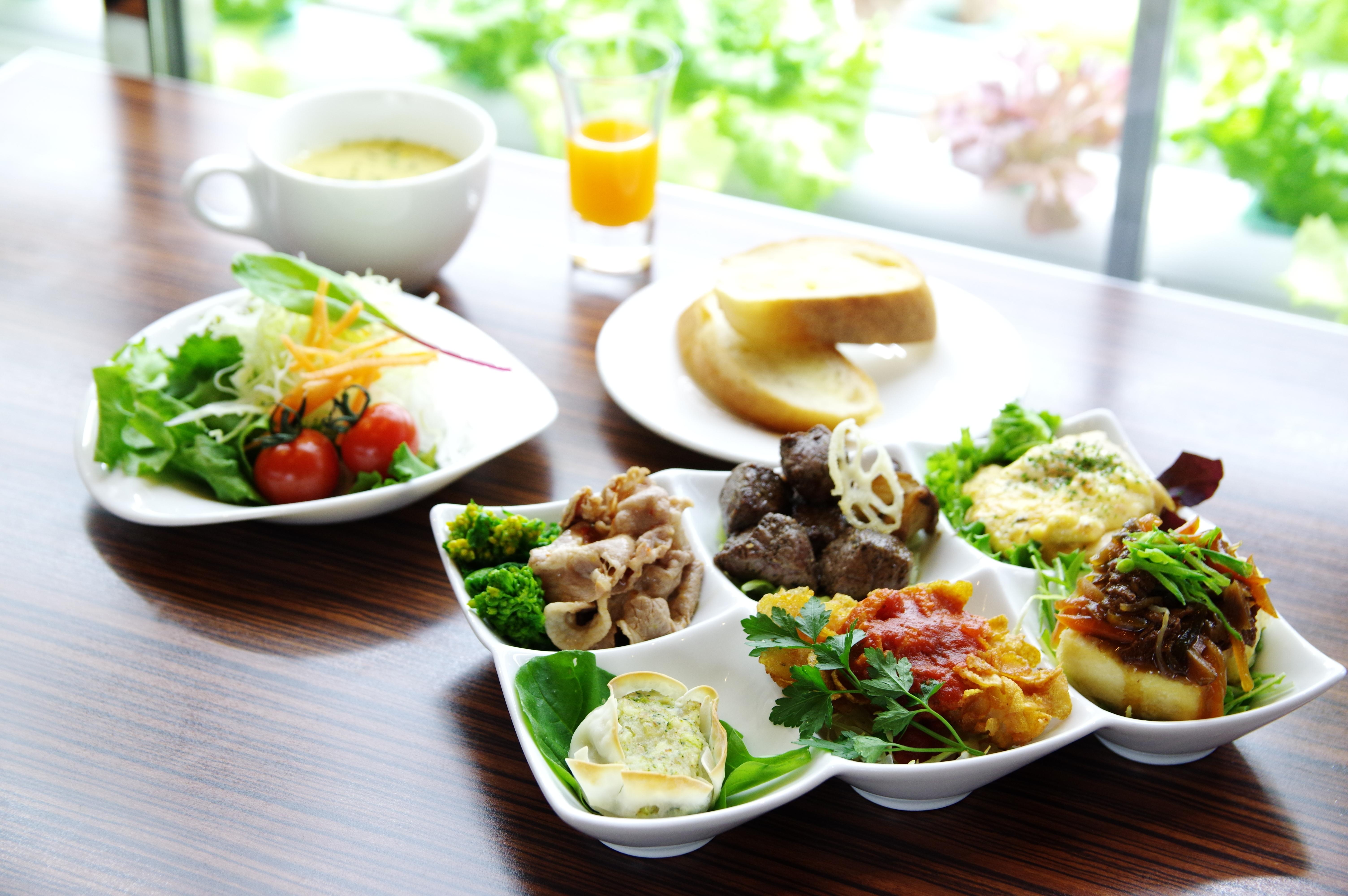 新鮮野菜のサラダバー…食べたいです´ω`)ノ