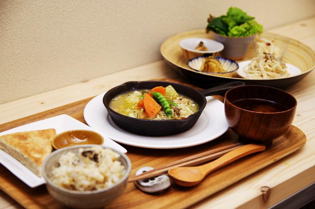 ファンの皆さーん、「毎日食堂」さんは淡路島洲本で元気に営業中ですよっ!