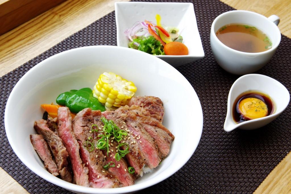 悶絶必至! 美味しくてお得過ぎるステーキ丼を食べに池田町へ行くべし
