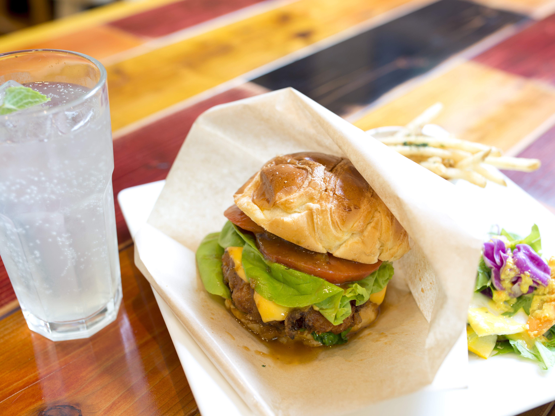 ココロおどる極旨バーガー。これ、美波町の新名物グルメになるでしょ。