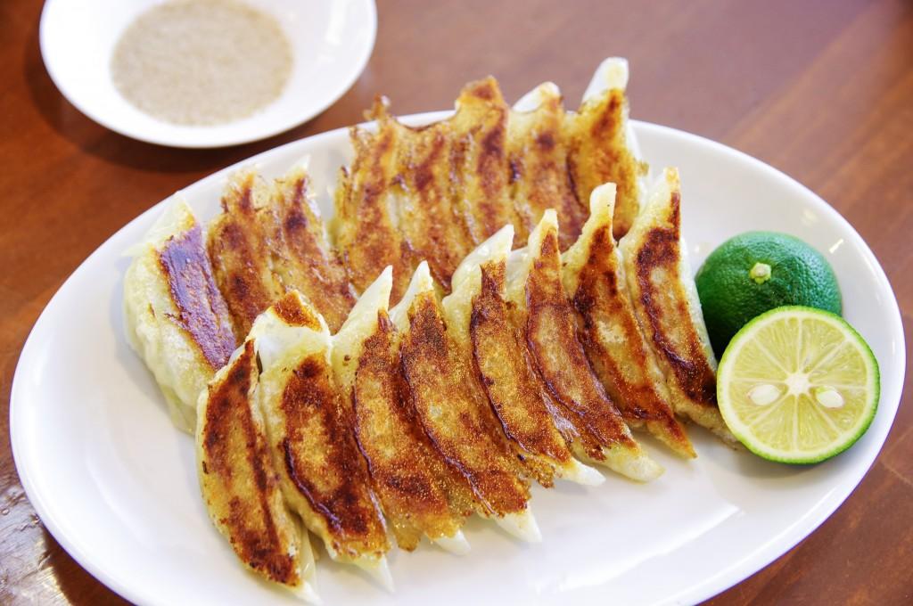 徳島ラーメンと一緒に食べなソンソン!「三八」&「東大」の絶品餃子