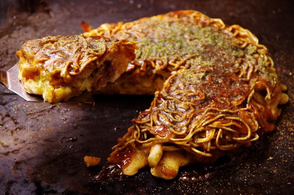 県民熱愛グルメのひとつ、「三八斎田店」の絶品モダン焼きを麺パスで食すべし!