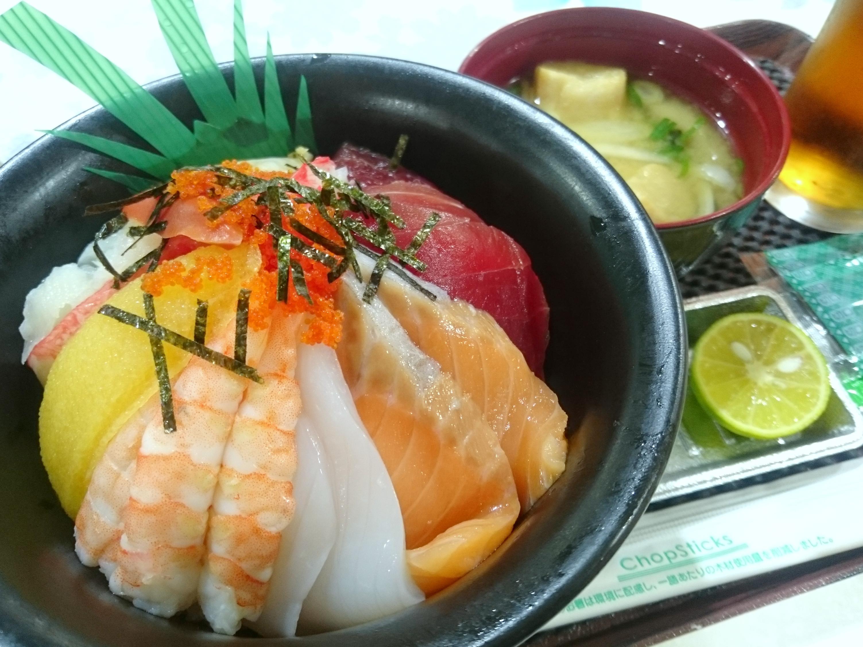 えっ、550円!? アピカで鬼コスパな海鮮丼に出会う【大漁丼家@阿南】