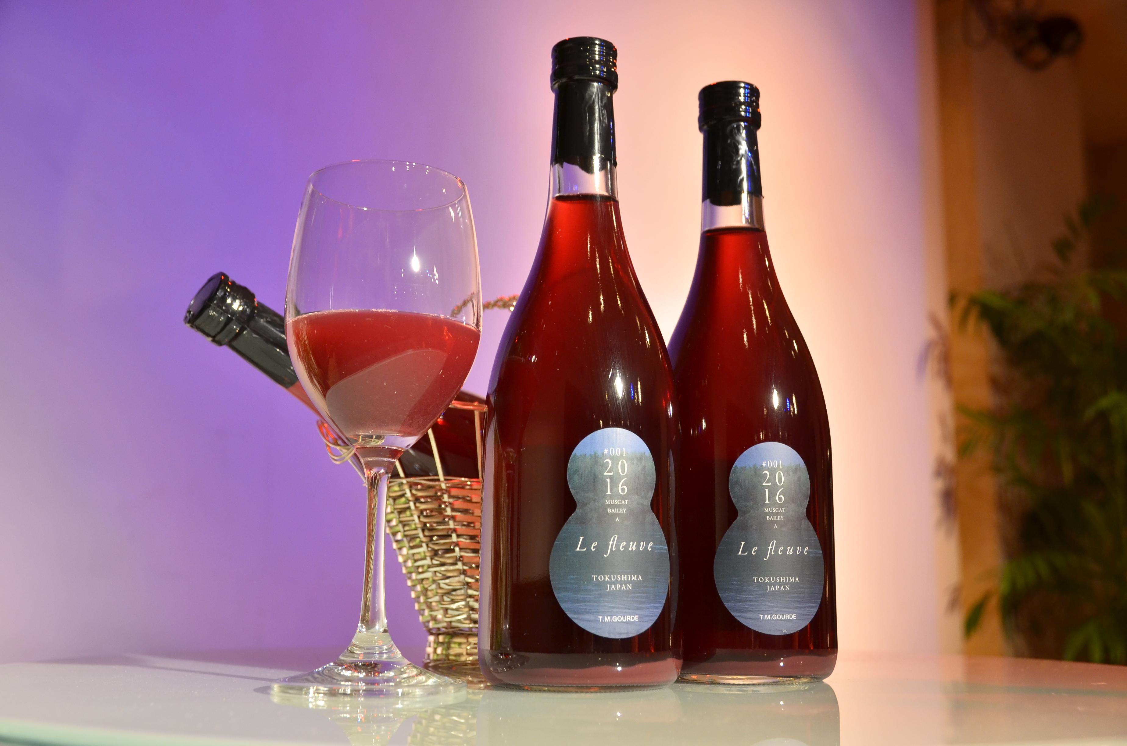 オール徳島なワインができました。その名も「川」!?