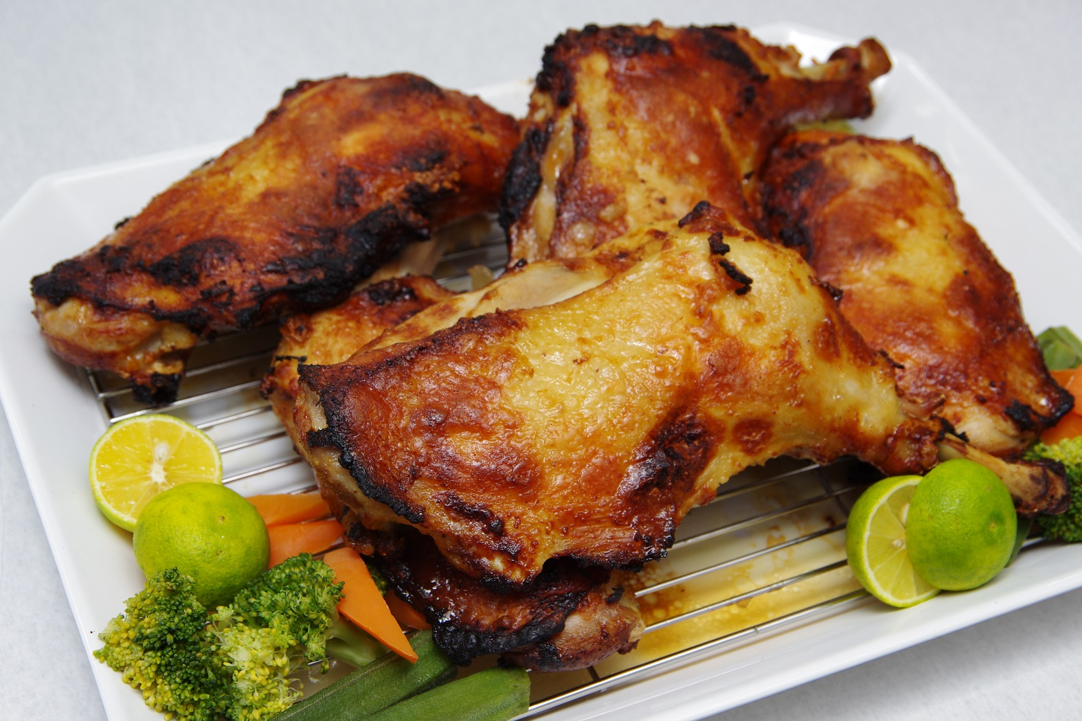 大晦日も元旦も営業!「一鴻そごう徳島店」の骨付き鶏で華やかな年末年始を!