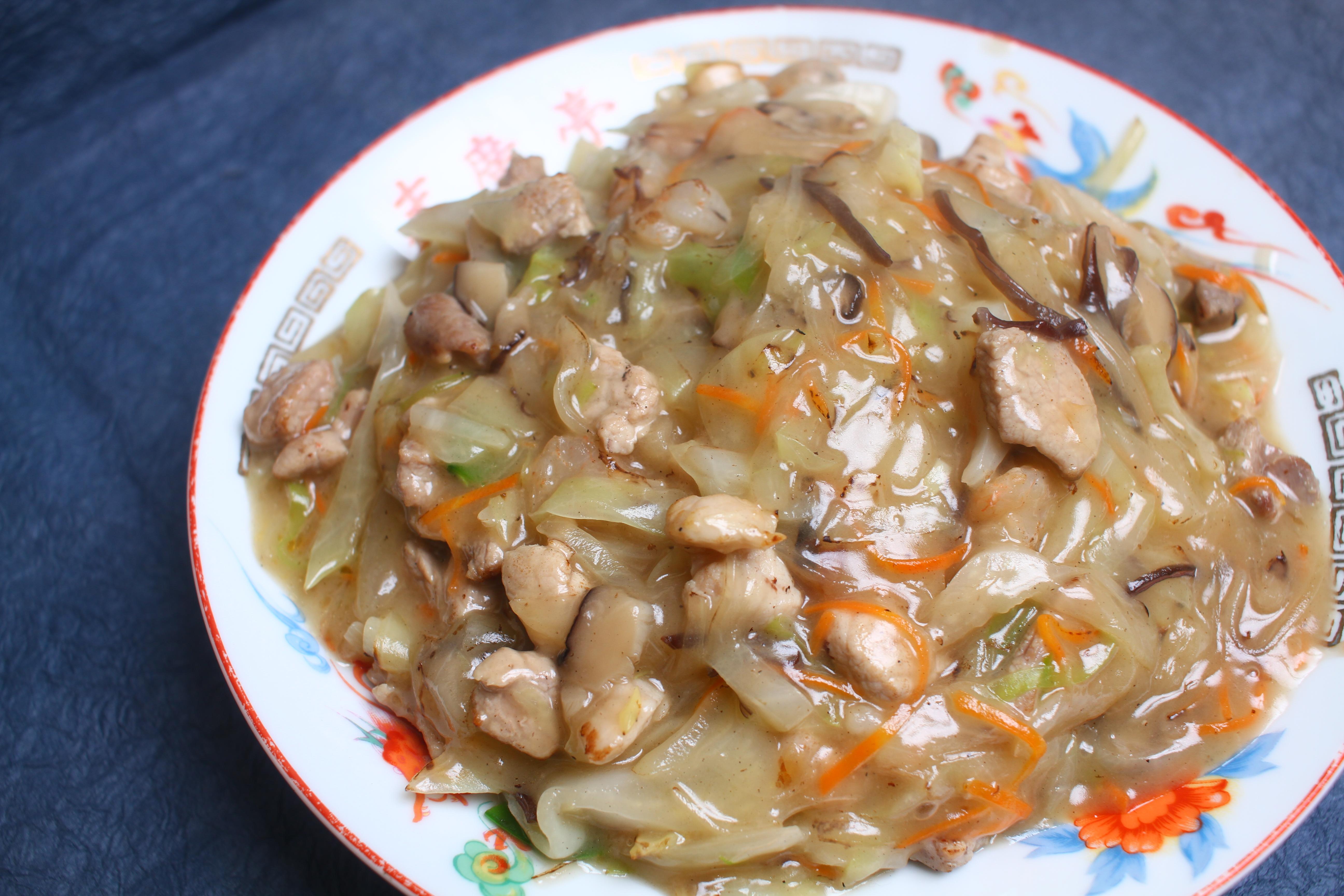 寒い時期要チェック! 60年以上大人気、鷹匠町「末廣亭」のトロ~リあったか麺