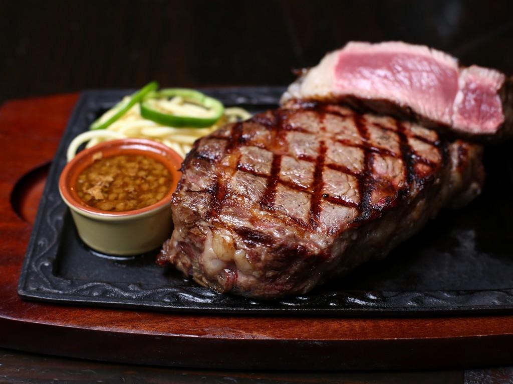 がっつり旨い肉を食べに、平日の真っ昼間からハワイに行ってきた。