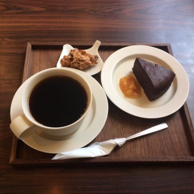 美味しいケーキとコーヒーで、ほっと一息