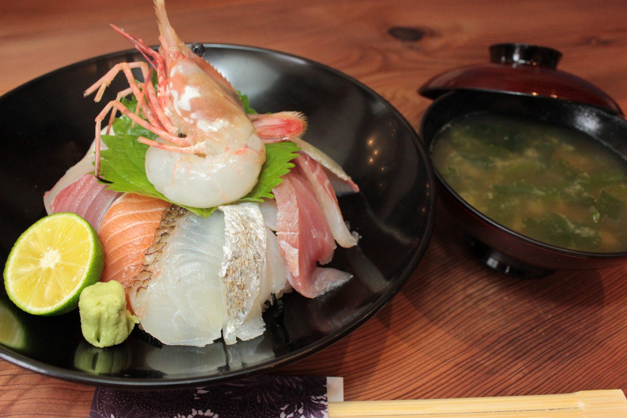 《阿南市/おさかなひぐち》旬の魚を提供! ランチには手頃な定食も味わえる