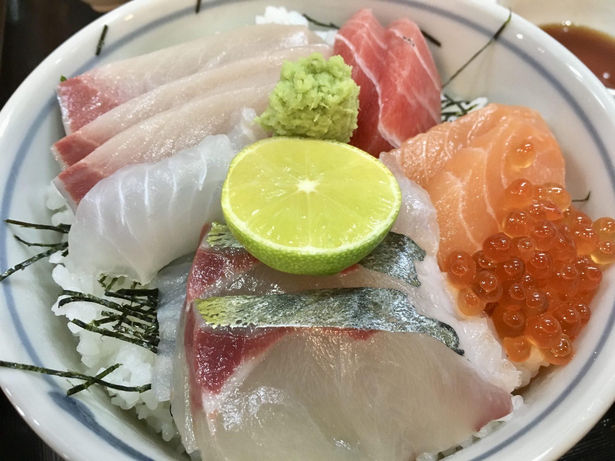 《徳島市/居酒屋食堂ゆず》がっつり食べたいときにおすすめ!コスパ最高の、新鮮魚介たっぷり定食!