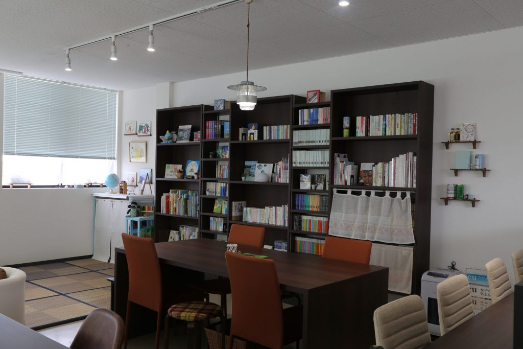 《徳島市/Book Cafe 晴琉》図書館みたいなくつろぎカフェで、ゆったり読書とランチを楽しむぜいたく時間を!