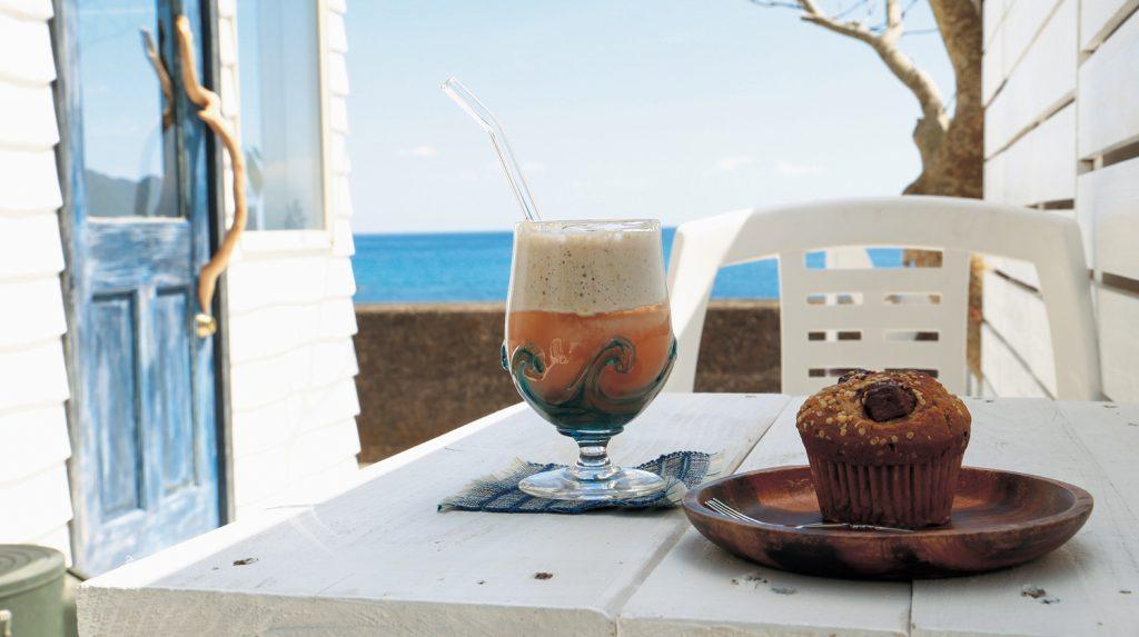 《まとめ》海×カフェvol.2徳島県南の穏やかな海を感じるカフェ4選。サーファーやウミガメが集まる県南の壮大な海。足を伸ばして、リフレッシュしよう!