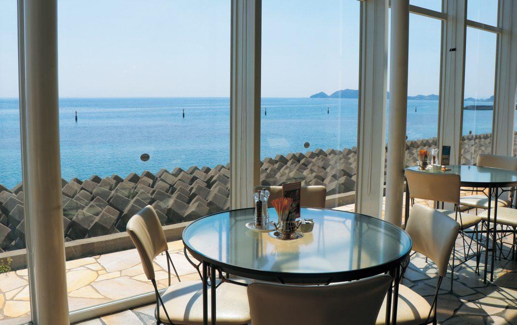 《まとめ》海×カフェvol.1鳴門の海が見渡せるカフェ5選。アンニュイな気分なら、お洒落なカフェで海を見つめて…映画のヒロインみたいになってみて。