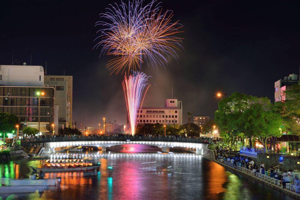 徳島の夏夜(かや)を彩る、花火大会39連発!!! スケジュール早見表(7月~8月)