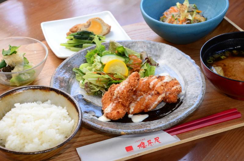 《徳島市/櫻茶屋》体に優しい食事、そして、心が豊かになる手仕事や本との出会い