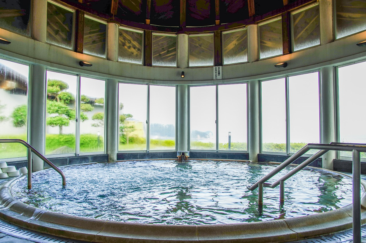 【阿南市/かもだ岬温泉・かもだカフェ】毎月26日はフロの日で半額に!カフェからの温泉、そしてアイス。これがワタシの温泉黄金ルート。