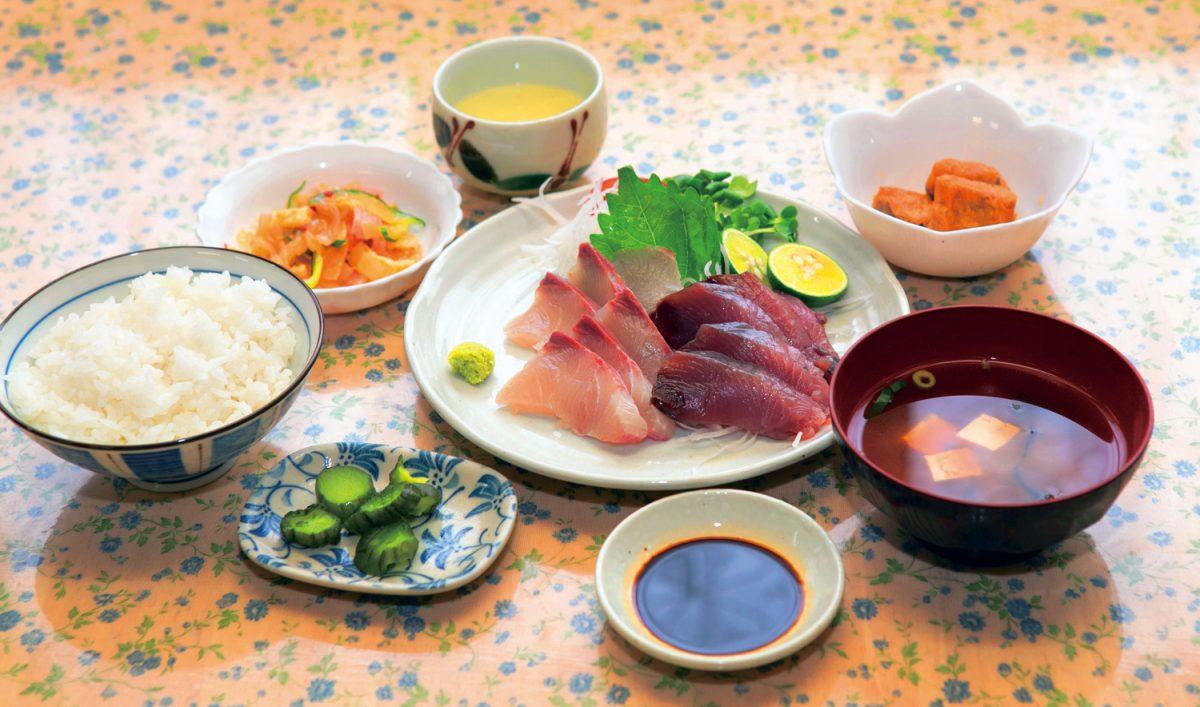 《海陽町/ももや食堂》こんなところに!? 定食が絶品の店。徳島の旬の魚をお腹いっぱい召し上がれ