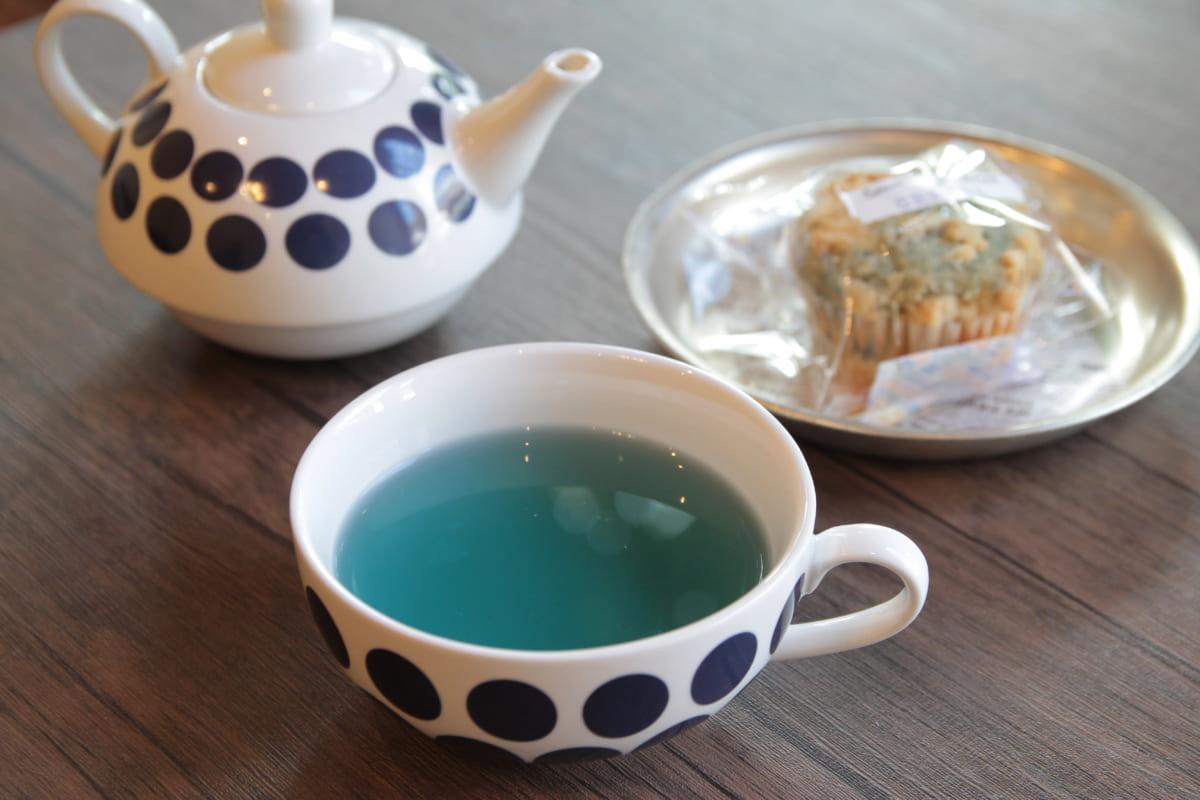 徳島藍をハーブティーに。お土産やギフトにも最適な藍のお茶を販売する隠れ家ショップ『こはる日和』